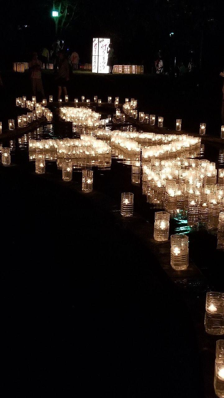 池に飾られた平成から令和の灯り