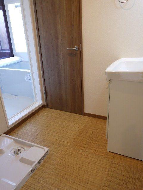 サラッとした感触の洗面所の床