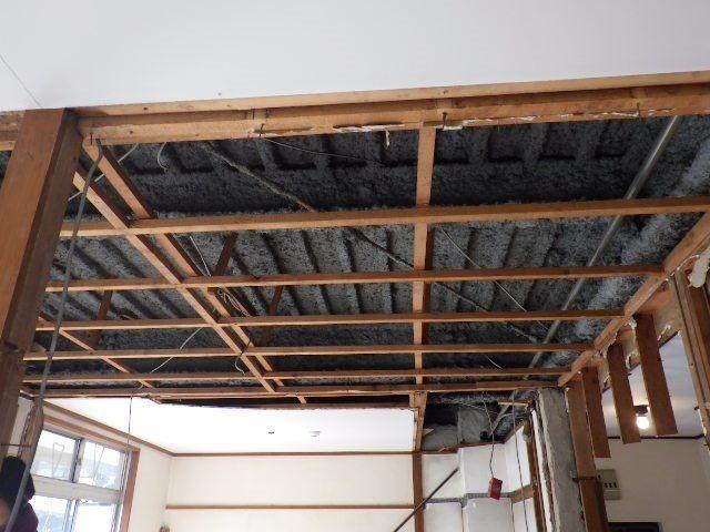 天井を剥がしてリニューアル