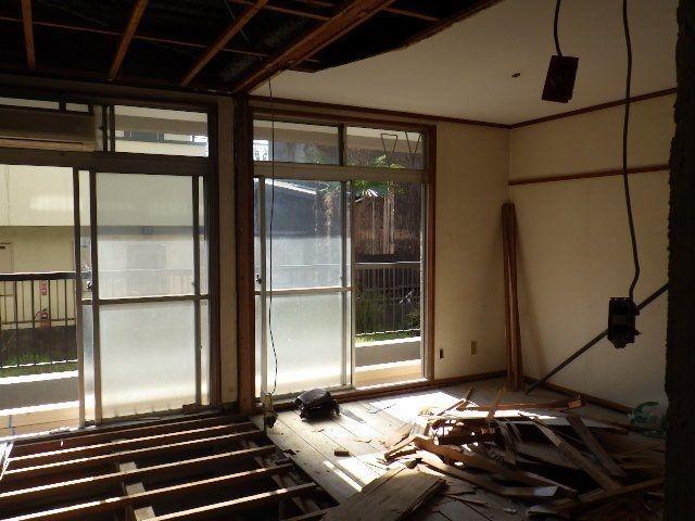 和室の床を剥がして洋室にリニューアル