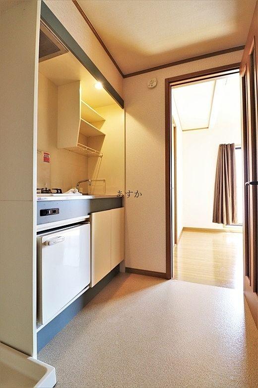 玄関から居室までにあるキッチン
