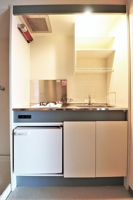 コンパクトでも収納と冷蔵庫があり。