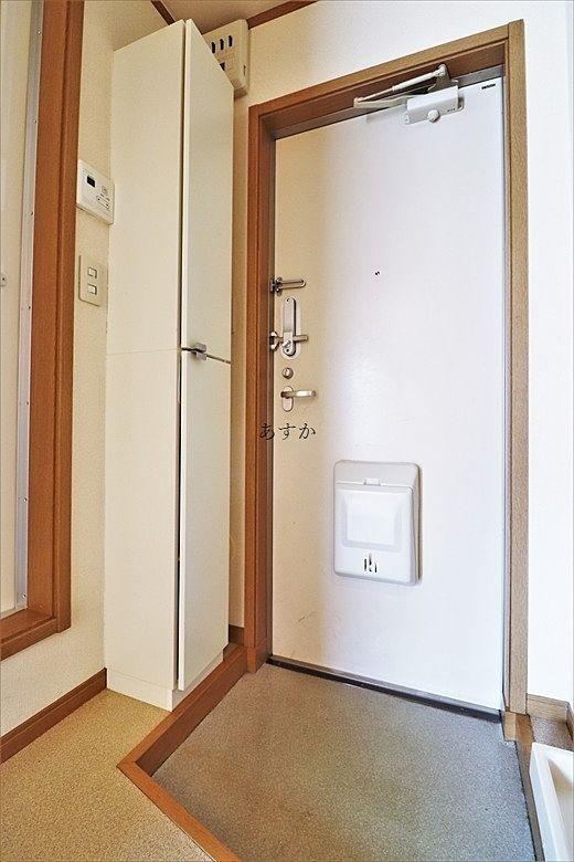 ドアポストのある玄関