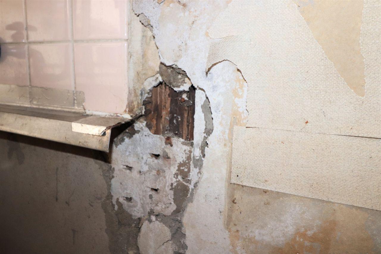 白蟻の被害にあった壁