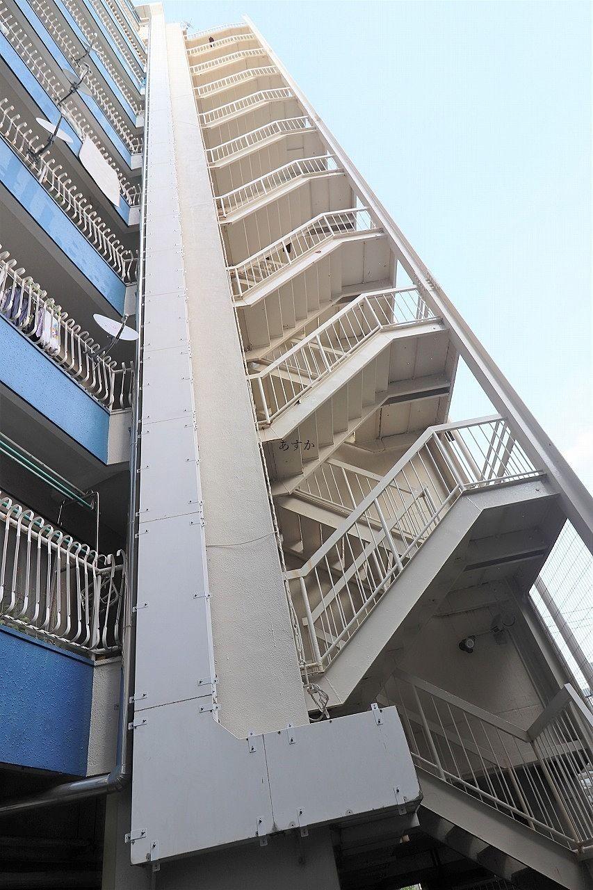 裏側の非常階段
