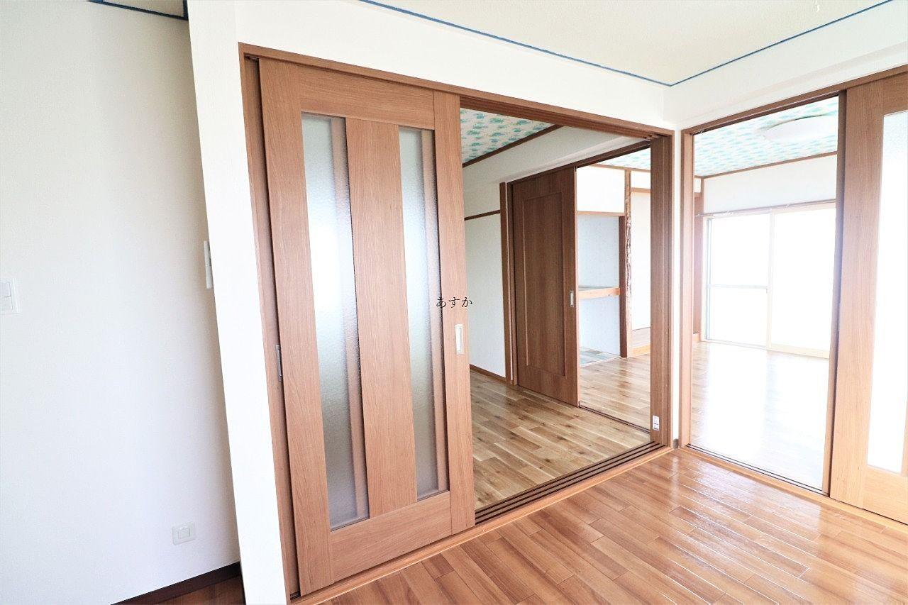 扉を全て開放すると大きな空間になります。