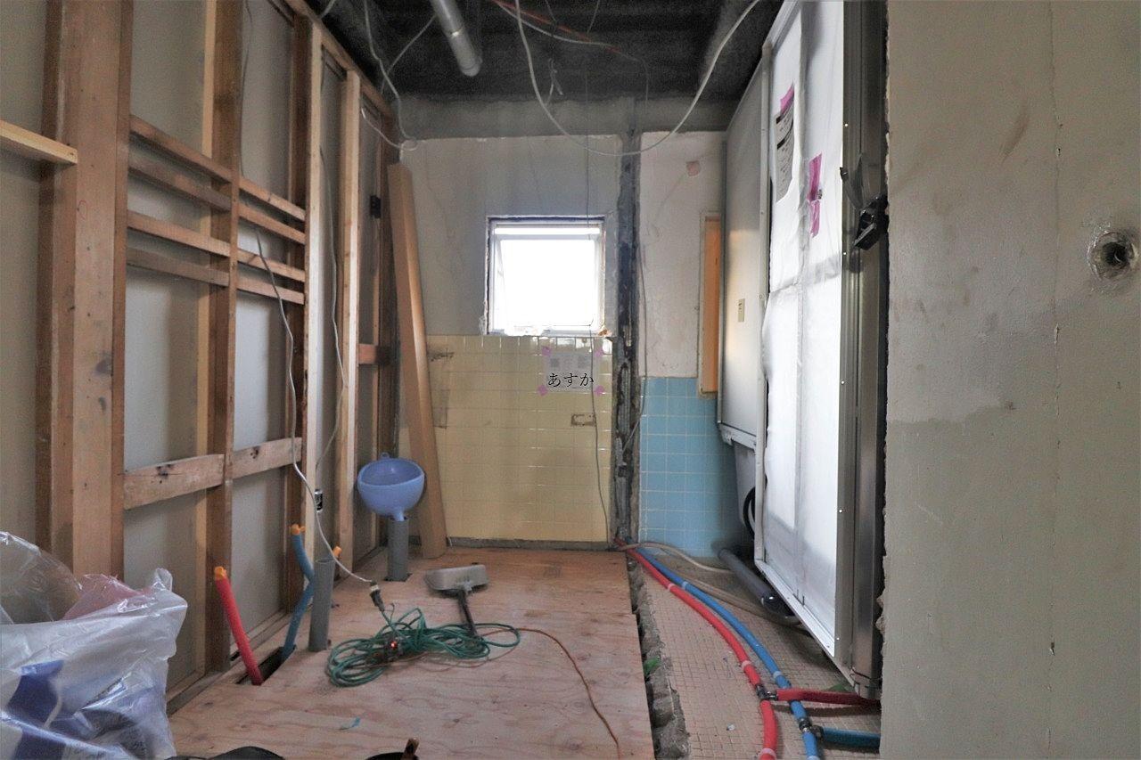 洗面スペース、配管も交換