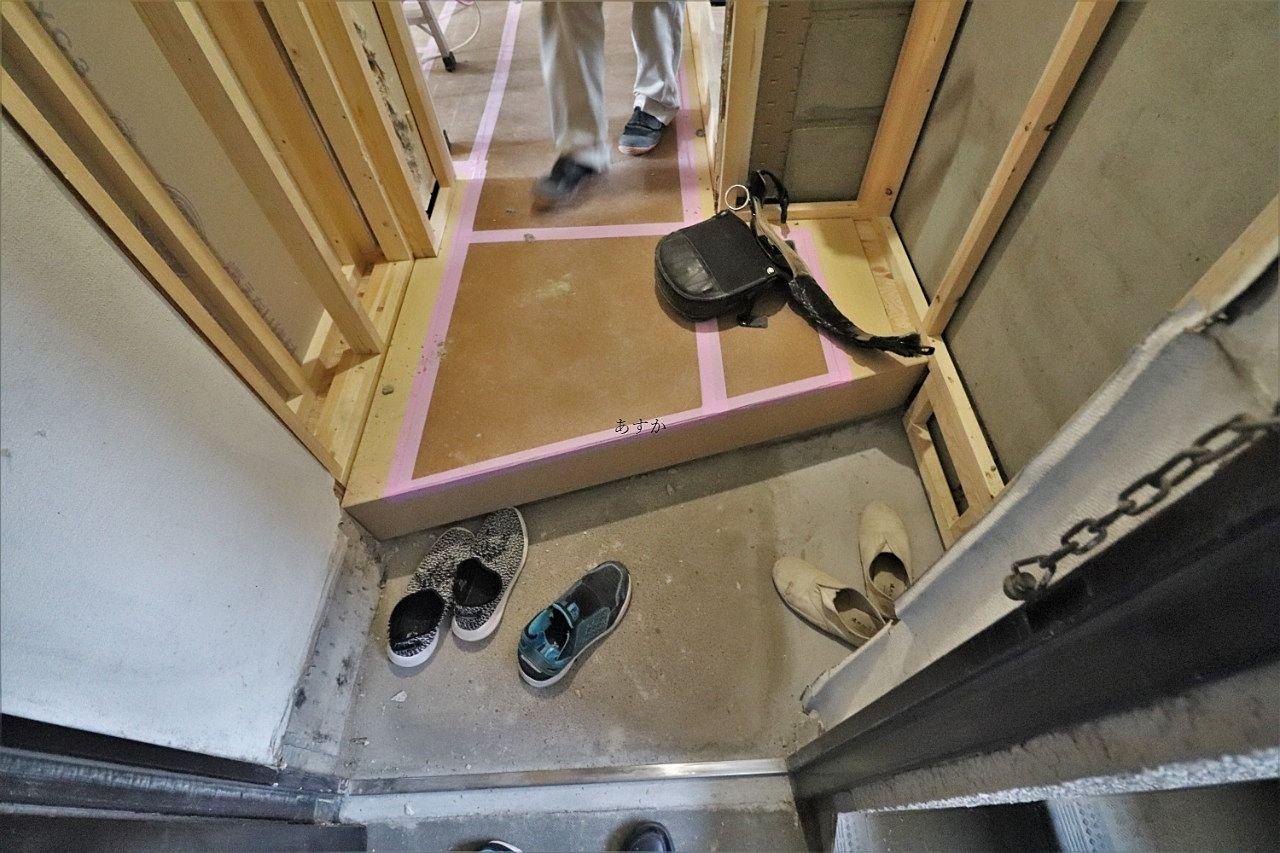 玄関ドアの枠もステンレスに交換