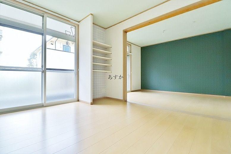 テーマカラーのもえぎ色で彩られた室内