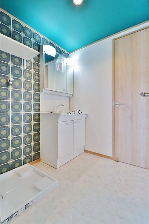 収納もある広い洗面室
