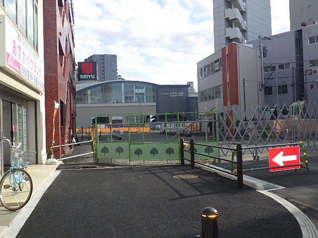 通り抜け防止用の門