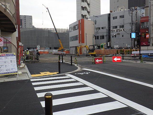 駅入口完成時はこのくらいの柵でした。