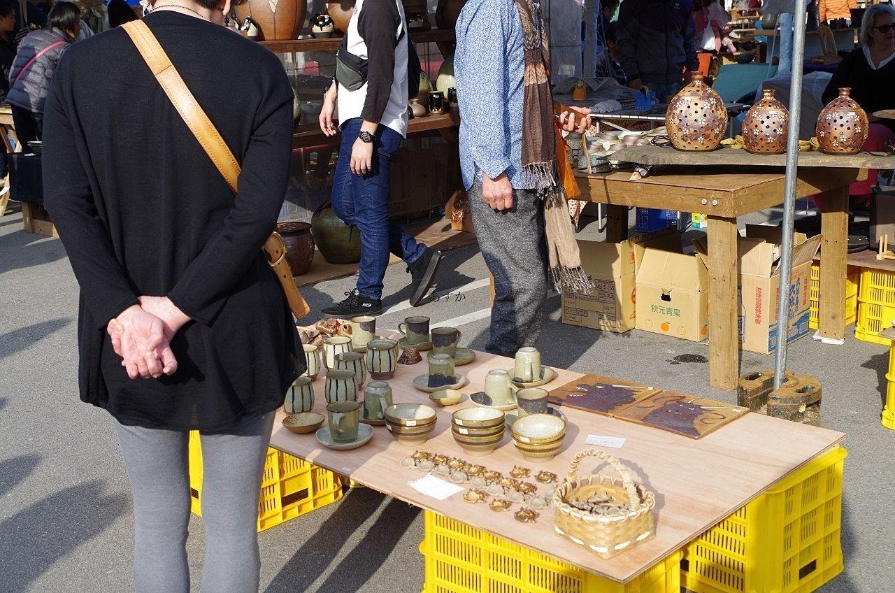 全国の陶器が集まります。