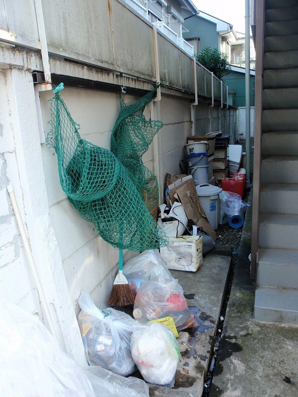 ゴミ置き場一面のゴミ
