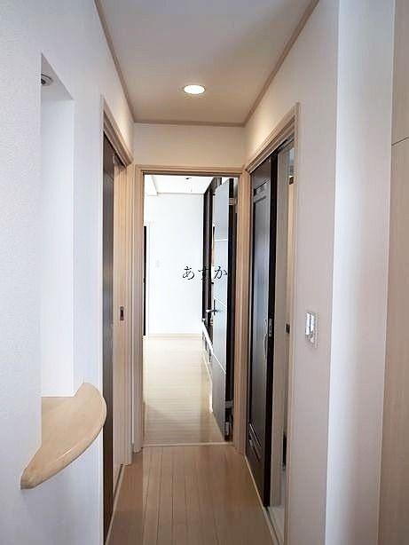 玄関から水回りを通る廊下