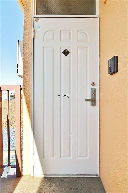 白い扉が可愛い
