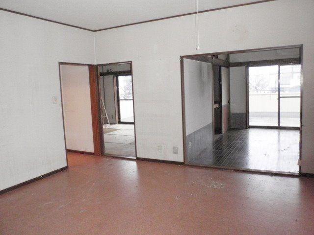 LDKから続く6畳の2部屋。1部屋は洋室に直っている。