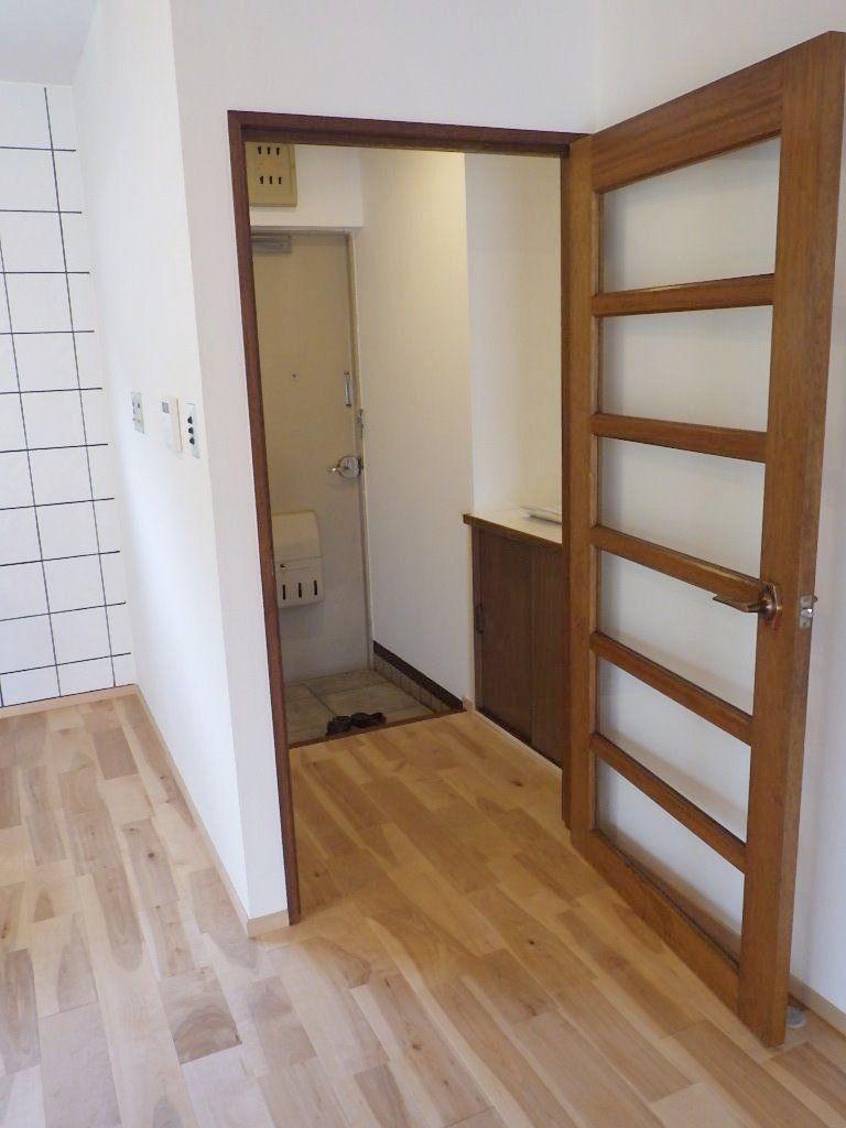 入口のドアもそのまま。レトロな感じで