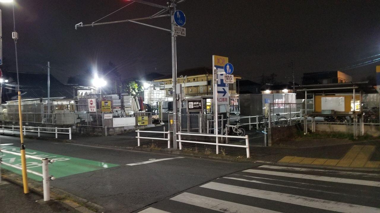 小金井街道から店舗入口