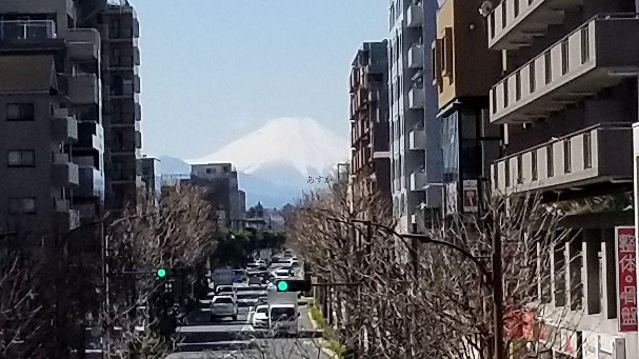 春霞の美しい富士山。東久留米から