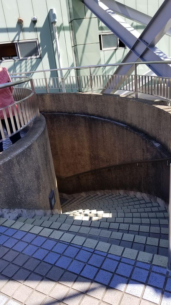 テラスへ通じる階段