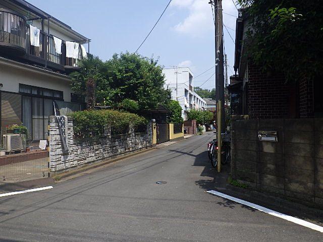 公道から建物までの道路