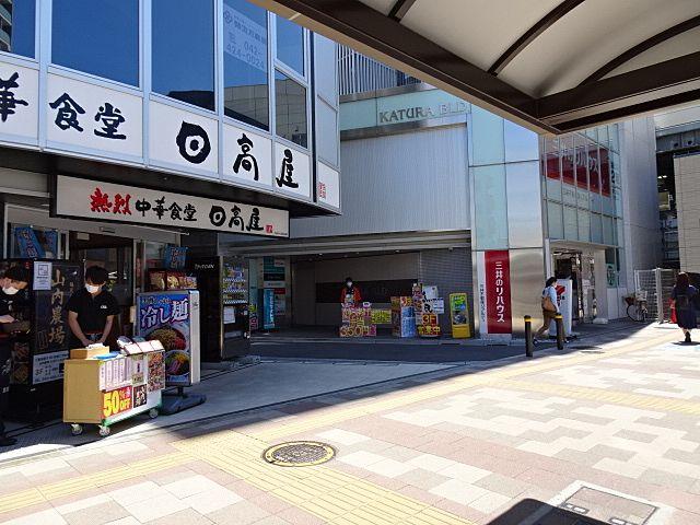 お昼時は、店前で販売しています。