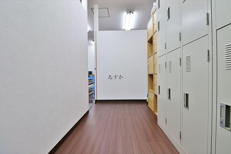 ロッカーのある更衣室