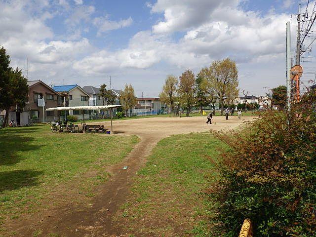 人気の三角公園。自粛解除前にもたくさんの人