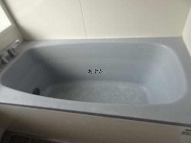 浴槽にお湯の跡も