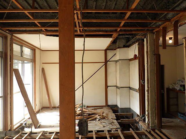 天井壁も解体