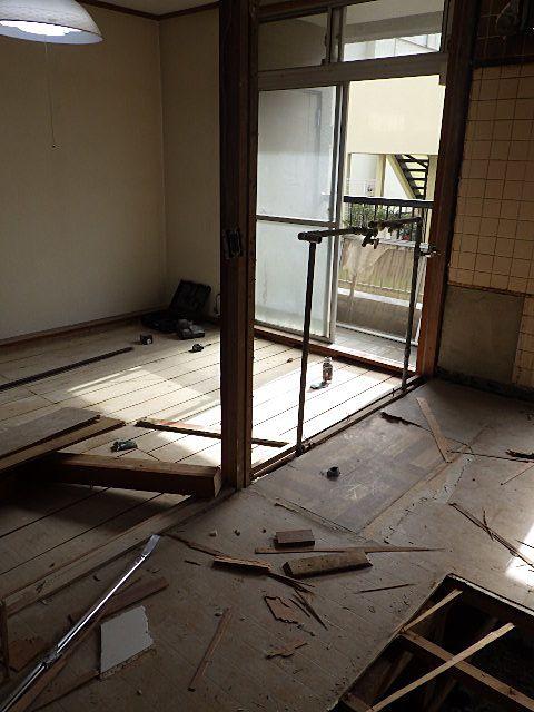 畳撤去後の床