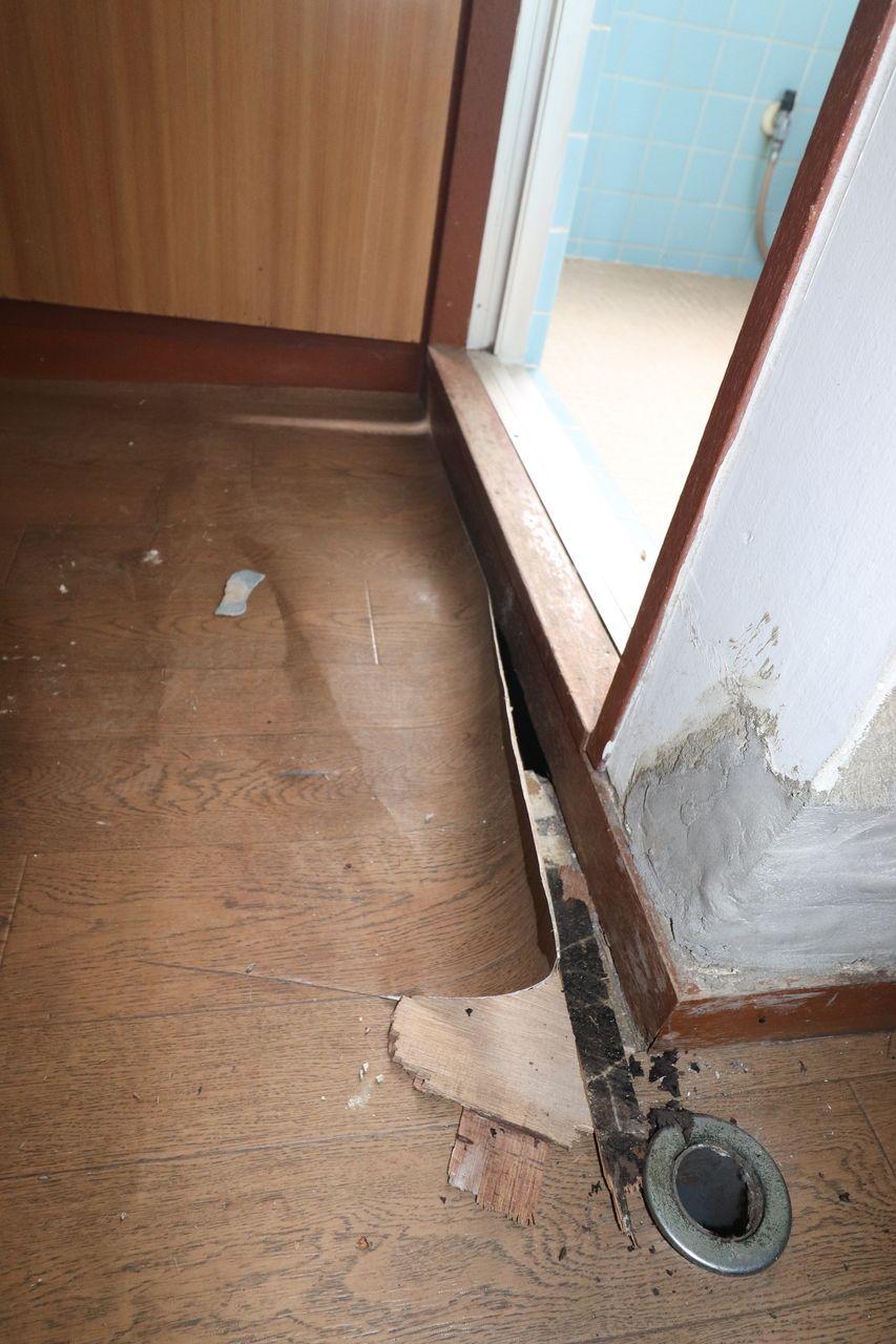 水場の為床が腐食