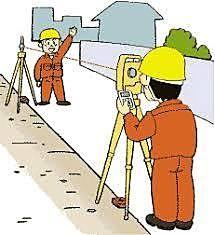測量を行う測量士
