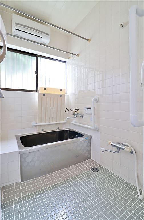 暖房乾燥機のついた浴室