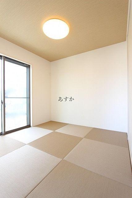 市松模様に組まれた和室