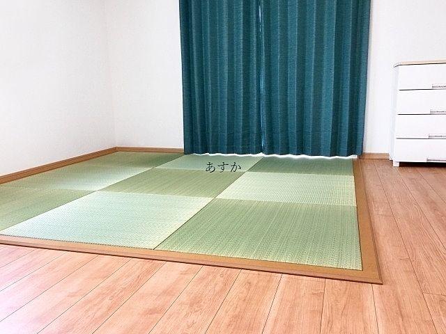 洋間の一画に置かれた置き畳