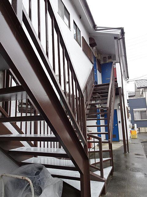 階段裏の鉄部の腐食も補修