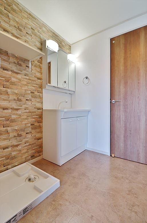 洗面室からトイレの入口
