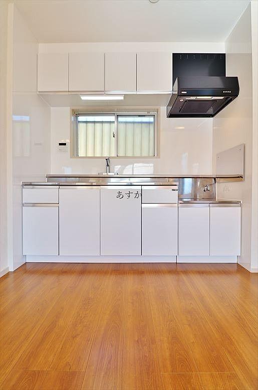 大きな白いキッチン