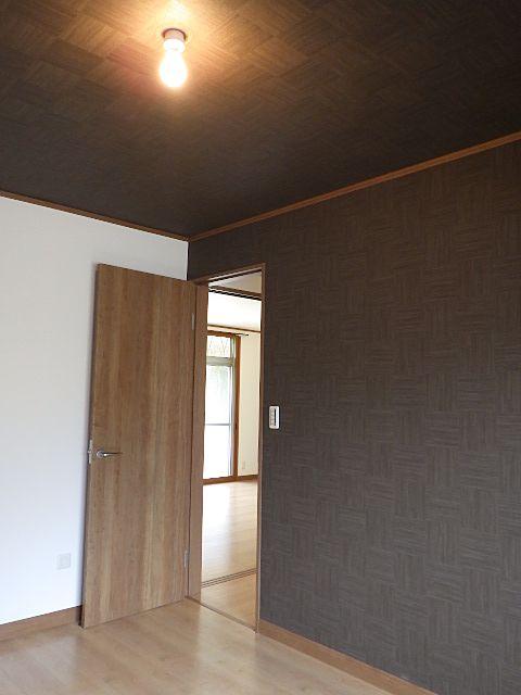 落ち着いた色調の北側寝室