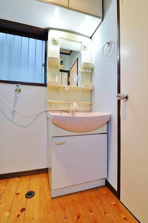1階リビング横の洗面所