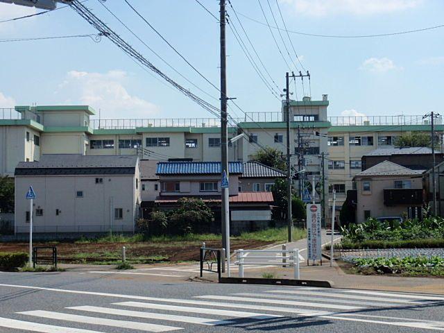 貸家から約300mのところにある西東京市立栄小学校