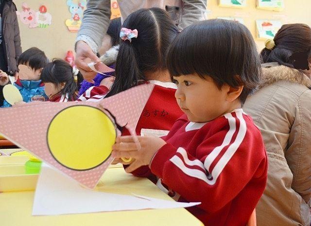 保育園で遊ぶ子供の様子