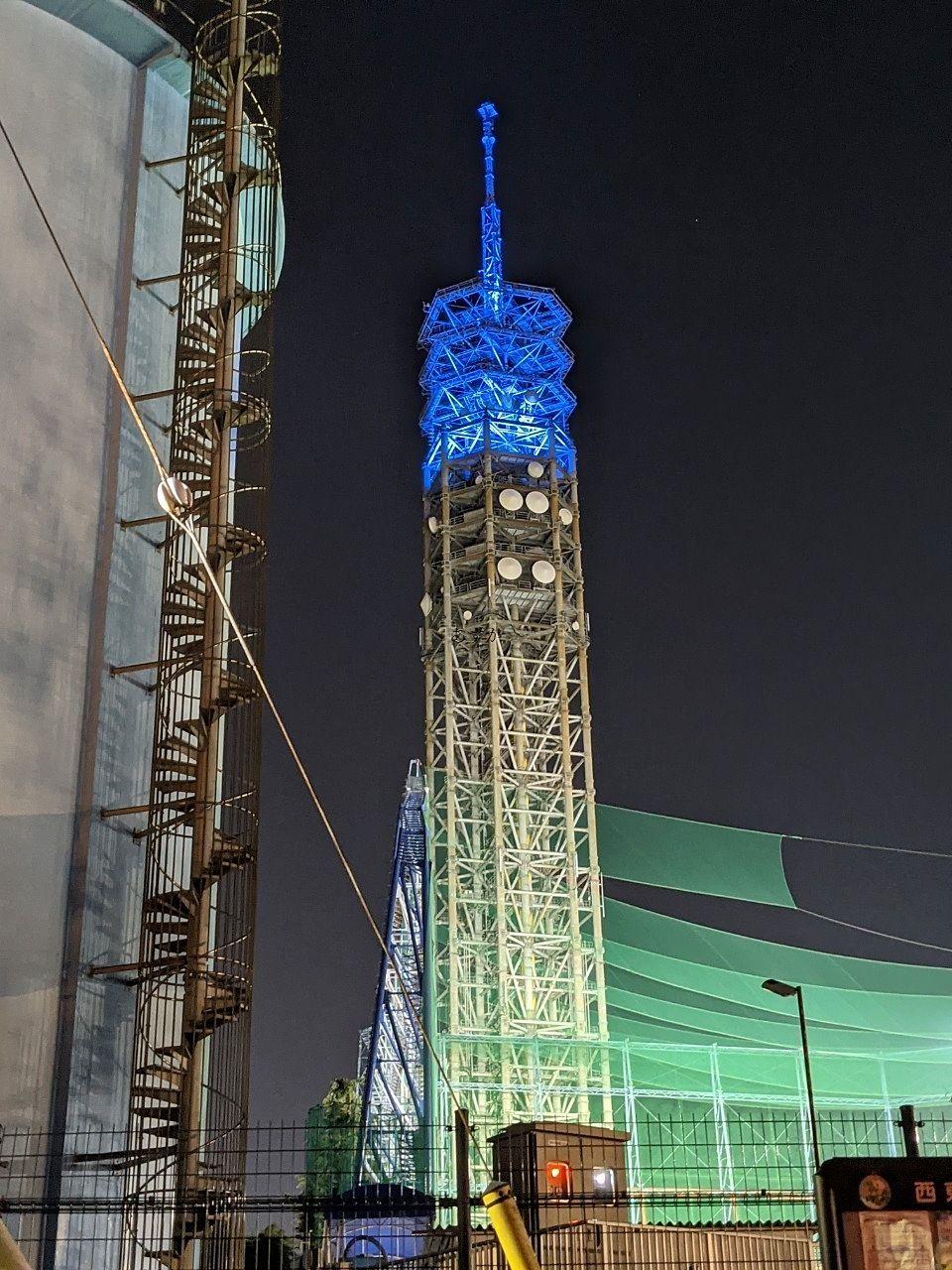 西東京スカイタワーがブルーにライトアップ。天気予報ではありません。