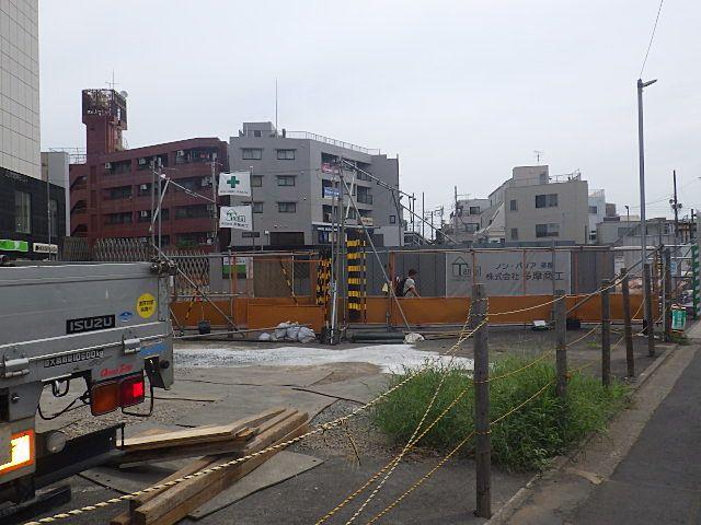 ビル前の工事現場