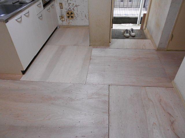 貼り替えされた床