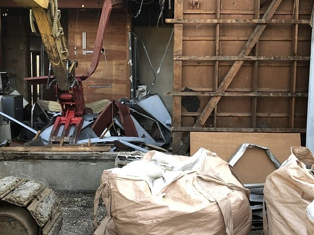 古いアパートを売却。解体しようとしたら、まさか人が住んでいる?