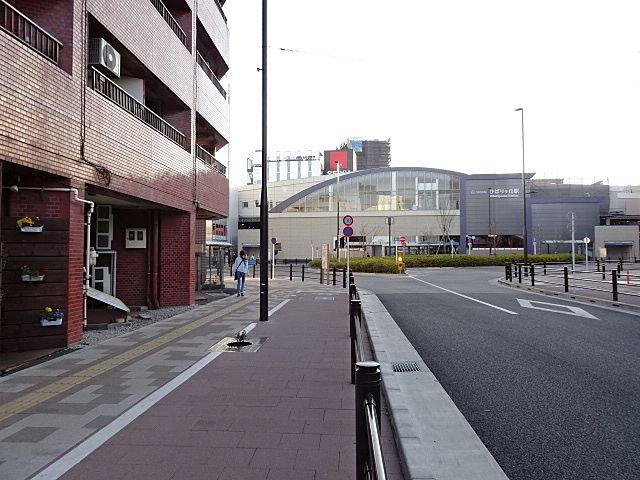 駅前ロータリーが見えます