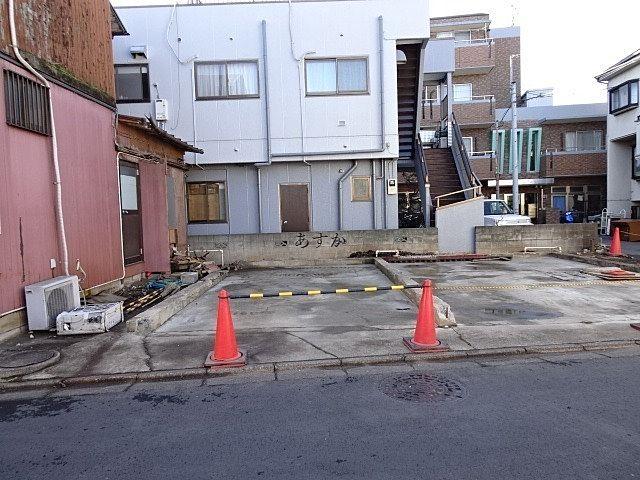 解体後更地となったアパート部